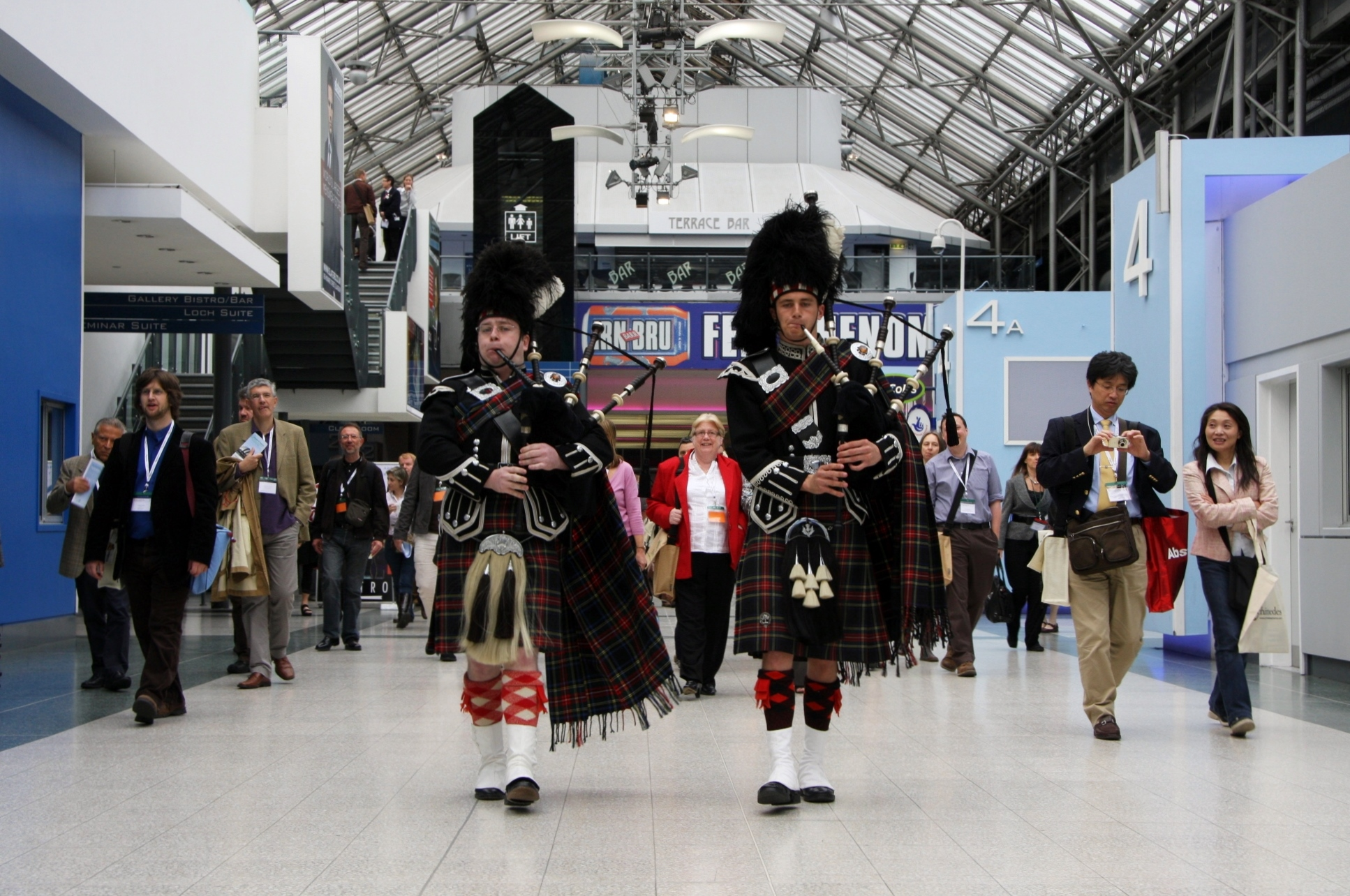 SEC_Glasgow_Pipers_Welcome